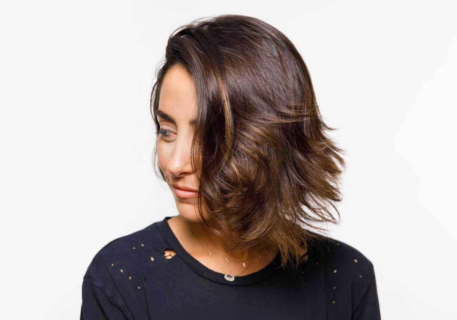 deep-parted-waves-short-hairstyle